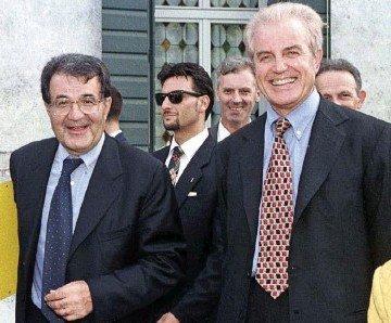 Benetton sorridente mentre Prodi racconta barzellette sporche